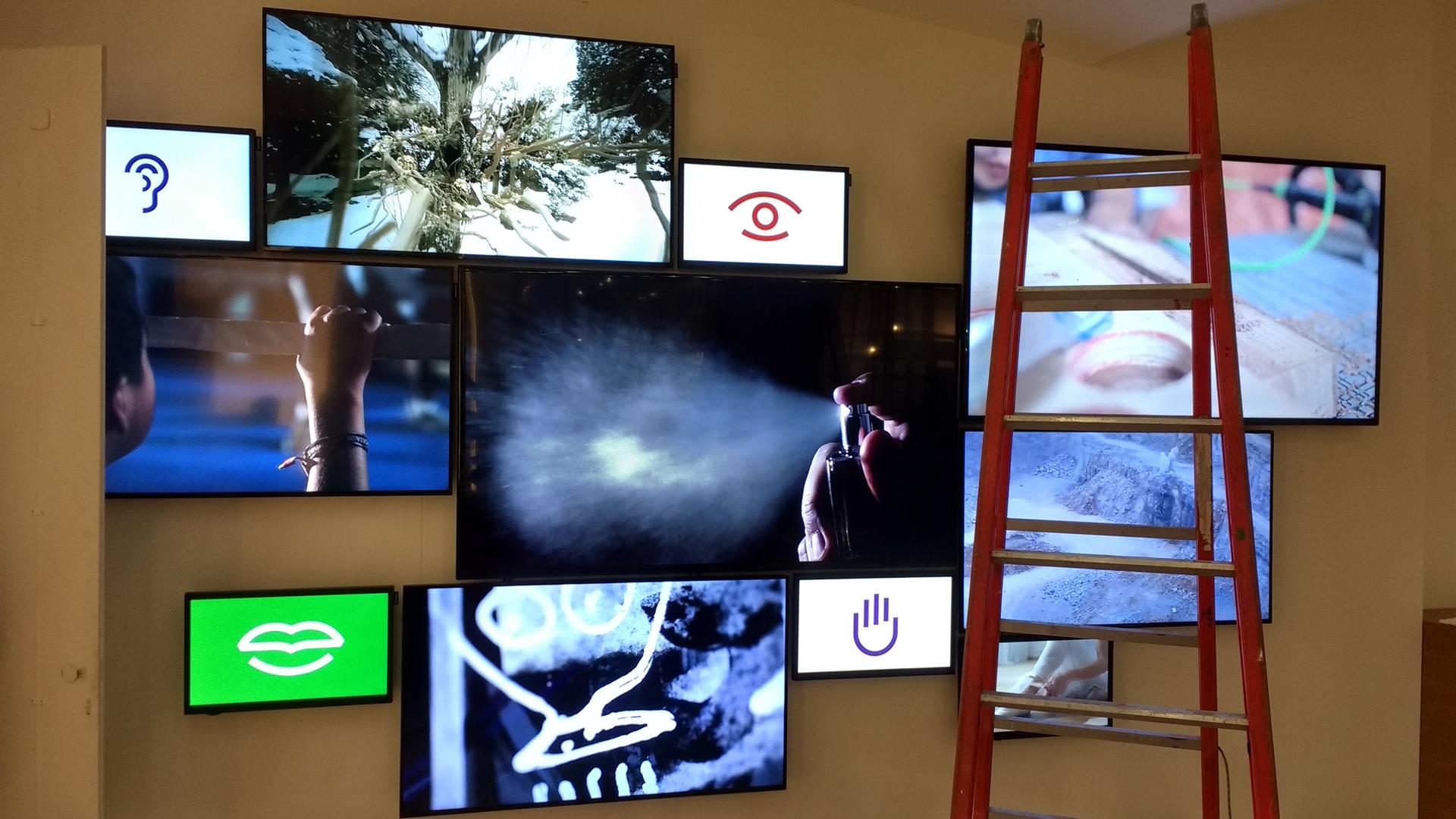 Tosilab Cersaie-installazione multi monitor-lorri